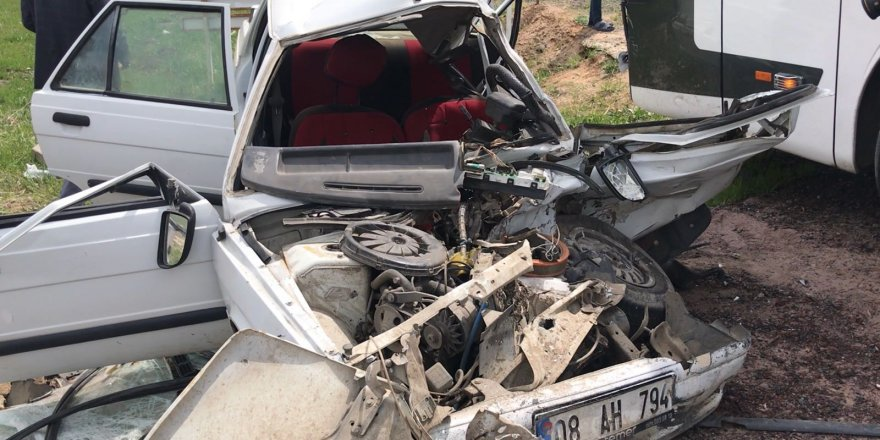 Kars'ta Yolcu Otobüsü İle Otomobil Çarpıştı: 2 Yaralı