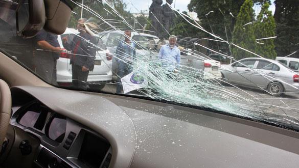 Belediye Başkanının Makam Aracına Taşlı Saldırı