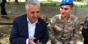 Bakan Ahmet Arslan'dan asker ailesine bayram sürprizi