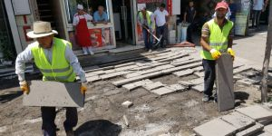 Kars Belediyesi Kazımpaşa Caddesinin Kaldırımlarını Yeniliyor