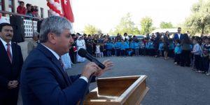 Kars'ta Güneş Altında Kalan Öğrencileri Vali Doğan Kurtardı