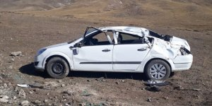 Kars'ta otomobil şarampole devrildi: 6 yaralı