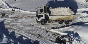 Kars'ta Kar Yığınları Kamyonlarla Şehir Dışına Taşınıyor