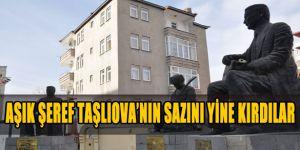 Aşık Şeref Taşlıova'nın Sazını Yine Kırdılar
