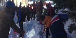 Uludağ'da büyük panik! Çok sayıda vatandaş kar altında kaldı