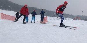 Sporcular Kar Altında Kıyasıya Mücadele Etti