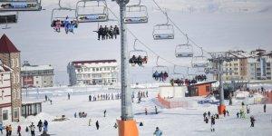 Çinliler, Sarıkamış Kayak Merkezi'ne Akın Etti
