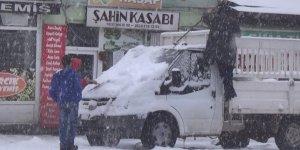 Sarıkamış'ta Kar Hayatı Olumsuz Etkiledi
