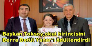 Başkan Toksoy,okul birincisini Berra Betül Yanar´ı ödüllendirdi