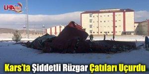 Kars'ta Şiddetli Rüzgar Çatıları Uçurdu