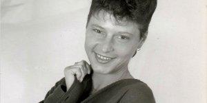 Eşinin cesediyle 2 gün yaşayan Alman kadın evinde ölü bulundu
