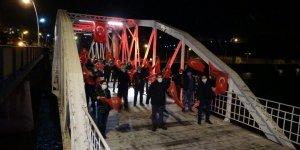 Tarihi köprüde İstiklal Marşı coşkusu