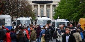 Almanya'da halk korona virüs kısıtlamalarını protesto etti