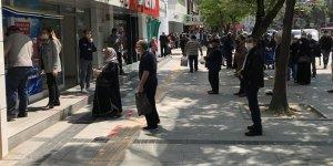 Sokağa çıkma kısıtlaması bitti, vatandaşlar dışarı akın etti