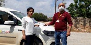 PTT görevlileri maske dağıtmaya devam ediyor