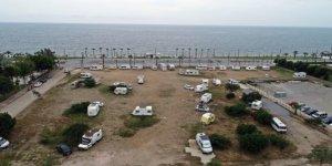 Koronaya karşı sosyal mesafeli karavanlarda izole yaşam