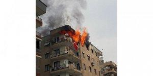Apartmanda dehşete düşüren mutfak tüpü patlaması kameraya yansıdı