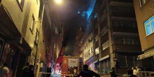 Kağıthane'de bina çatısında korkutan yangın