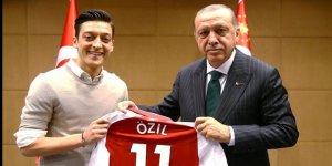 Mesut Özil'den Kızılay'a anlamlı bağış