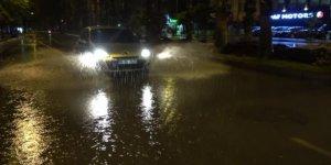 Antalya'da sağanak yağış etkili oldu