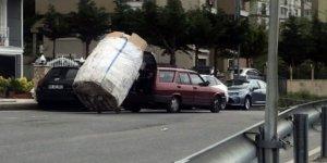 Yokuşu çıkamayan kağıt toplayıcısına otomobili ile yardım etti
