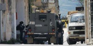 Batı Şeria'da az 10 Filistinliye gözaltı