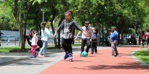 Diyarbakır'da çocuklar haftalar sonra parklara koştu