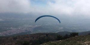 Yamaç paraşütü ile Türk bayraklı 19 Mayıs kutlaması