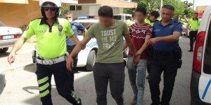 Polisin dur ihtarına uymadı, drift attığı aracı bırakıp kaçmaya kalktı