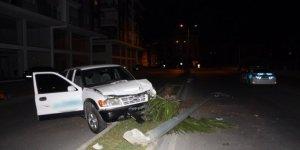 Kaza yapan alkollü sürücü otomobilini bırakıp kaçtı