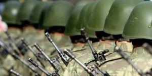Kars'ta Darbeci Komutan Askerlerin İsmini Not Almış