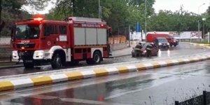 Edirne'de şiddetli sağanak: Araçlar yolda kaldı