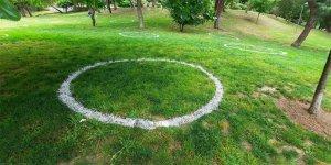 Maçka Parkında çemberli sosyal mesafe dönemi