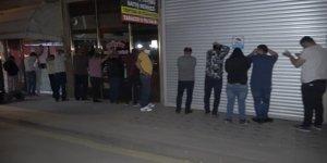 Gece yarısı 'kumar' operasyonu: 23 kişi çatı arasında yakalandı