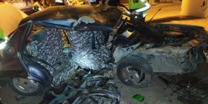 Ağaca çarpan otomobil hurdaya döndü, ölü ve yaralananlar var