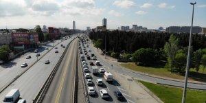 Normalleşme sürecinin ilk mesai bitimde E-5'te yoğun trafik oluştu