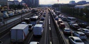 İstanbul'da oluşan trafik yoğunluğu havadan görüntülendi