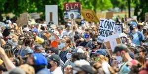 Minneapolis'te tanker, göstericilerin arasına daldı