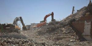 Elazığ'da mahsur kalan kedilerin kurtarıldığı o bina yıkıldı