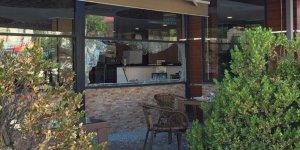 Arnavutköy'de müşterilerin olduğu lokantaya silahlı saldırı