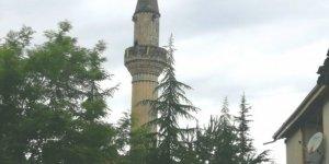 Tokat'ta yıldırım düşen caminin minaresinde hasar meydana geldi