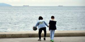 İstanbul'da 18 yaş altı çocuklar ve gençler izin kapsamında sokağa çıktı
