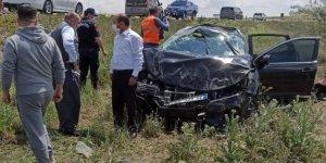Otomobiliyle duvara çarpan hamile kadın yaralandı