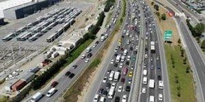 TEM Otoyolu'nda dikkat çeken trafik yoğunluğu