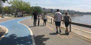 Kısıtlamasız ilk hafta sonunda İstanbullular Caddebostan sahiline koştu