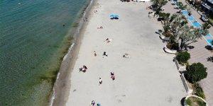 65 yaş üstü vatandaşlar Büyükçekmece'de plajda zaman geçirdi