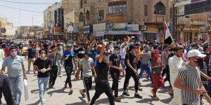 Irak'ta sokağa çıkma yasağına rağmen protesto düzenlendi
