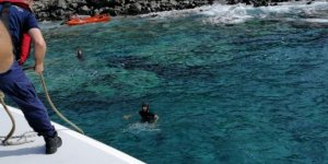 İzmir'de karaya oturan teknelerde mahsur kalan 4 kişi kurtarıldı
