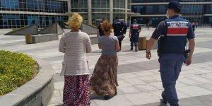 Marketten tırnakçılık yapan 2 kadın jandarma tarafından yakalandı