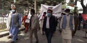 İran'ın Afganistan Büyükelçiliği önünde protesto